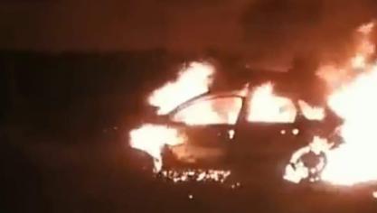 Grande-Synthe : une voiture en flammes à l'arrière de la mairie