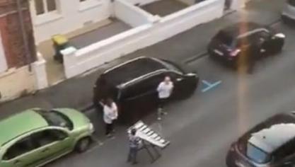 Chaque soir à Arras, ces voisins font un concert... en respectant la distanciation sociale (vidéo)