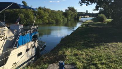 Aire-sur-la-Lys: un bateau dérive dans le canal