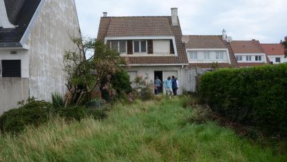 A quoi ressemble la maison abandonnée de la plage à Calais mise aux enchères à partir de 129 000 euros ? (photos)