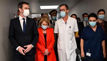 Olivier Véran, ministre de la Santé, est arrivé au Centre hospitalier de Dunkerque un peu après 15h. Il était accompagné de Brigitte Bourguignon, ministre des Solidarités et de la Santé, chargée de l'Autonomie.