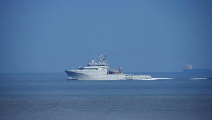 C'est le bâtiment de soutien et d'assistance métropolitain la Garonne de la Marine nationale qui a porté assistance aux naufragés.