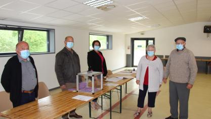 Les accesseurs des bureaux de vote n'ont pas vu beaucoup d'électeurs se presser vers les urnes ce dimanche matin.