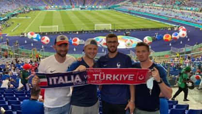 Max, Kévin, Béren et François sont à Rome au stade Olympique pour le lencement de l'Euro de football.