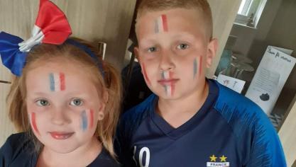 Lana et Aaron, jeunes supporters.