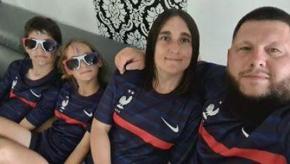 Mélanie et sa famille prêts pour le premier match : France Allemagne.