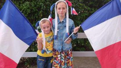 «Valentin (7 ans) et Sharon (11 ans) qui supportent les Bleus».