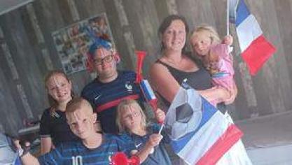 Sarah et sa famille ont supporté les Bleus mardi soir.