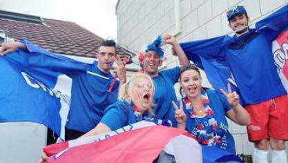 Elora et sa famille, supporters des bleus.