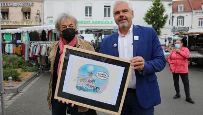 Jean-Michel Delambre, dessinateur et caricaturiste pour la Canrad enchaîné a offert un magnifique dessin au maire d'Étaples-sur-Mer.