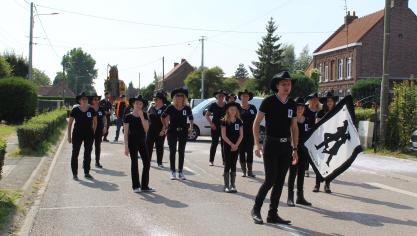 Le Line Dance Family Country Club de Strazeele et Neuf-Berquin ont pris part à la cavalcade.